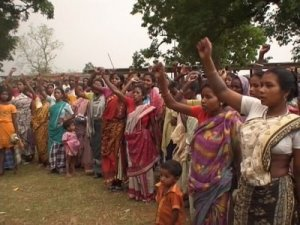 Adivasi women protesting against displacement at Kathikund in Dumka