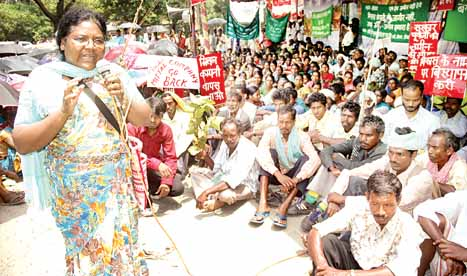 Ms. Dayamani Barla addressing a mass meeting near governor house at Ranchi