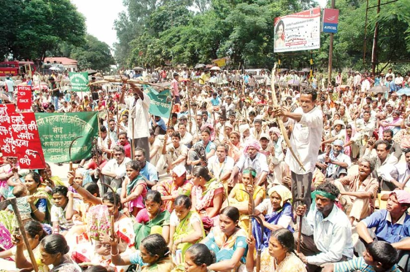 Adivasis and Moolvasi Protesting against displacement in Jharkhand